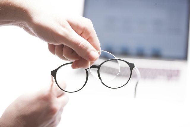 Brillengläser einsetzen.jpg