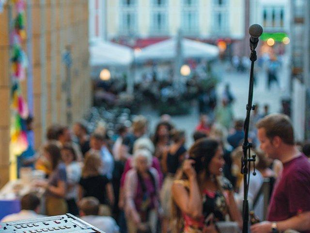 Pano-0819_Schirn_Presse_Hangout_Esra_Klein_2.jpg