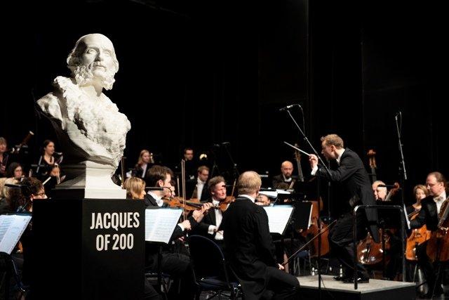 Titel_Web_JOF200_Büste im Konzert(c)Eda Termucin.jpg
