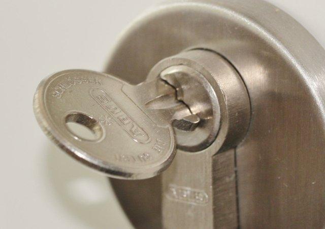 door-lock-407427_1920.jpg