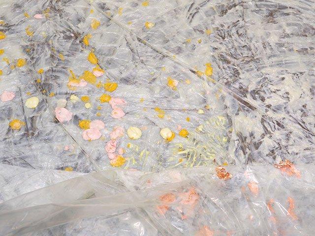 Kunstbox-1219_Schirn_Presse_Karla_Black_Installationsansicht_Simon_Vogel_3.jpg