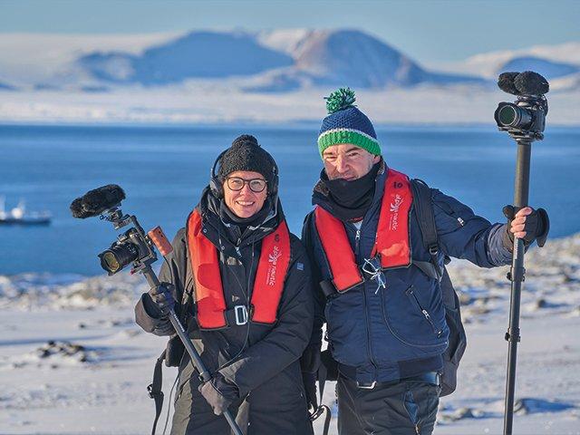01-Spitzbergen---Silke-Schranz-und-Christian-Wüstenberg-in-der-Arktis-300dpi.jpg