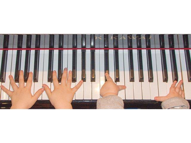 Coming-Soon-01.03.-KlavierFinger2.jpg