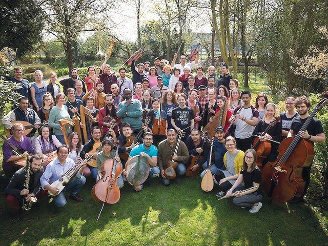 Bridges-Kammerorchester_Gruppenbild_c_Bridges-Musik-verbindet.jpg