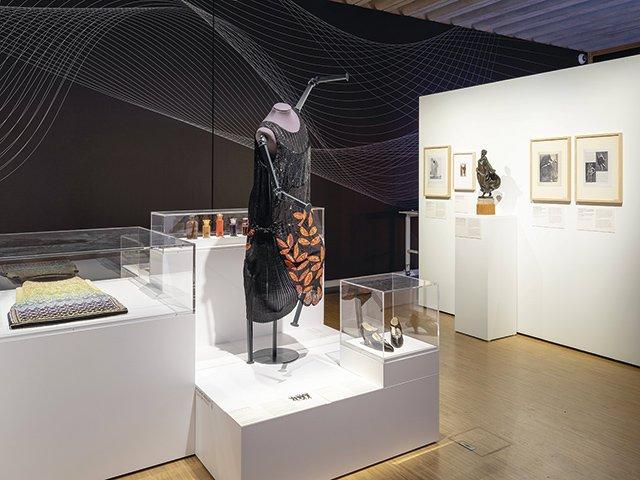 Kunst620_groß_Hist.-Museum_Kleider-in-Bewegung.jpg