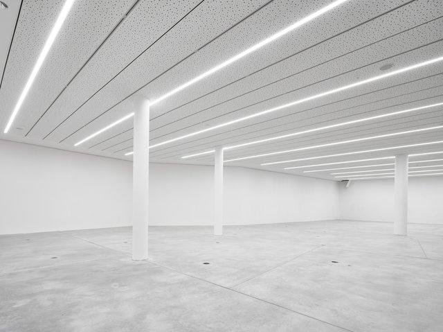 Raum für Wechselausstellungen Lichtbau Foto Norbert Miguletz c Jüdisches Museum Frankfurt.jpg