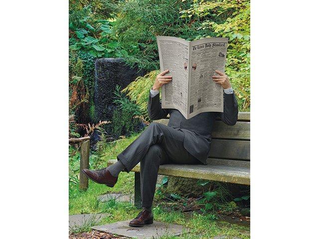 Kunstbox-10_20_Schirn_Presse_We_Never_Sleep_Rodney_Graham_Newspaper_Man.jpg