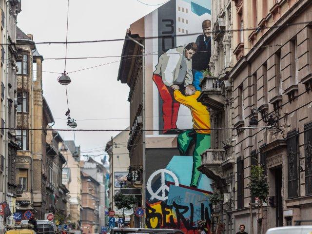 Wandgemaelde_von_Justus_Becker_in_Budapest_Foto_Színes_Város_3.jpg