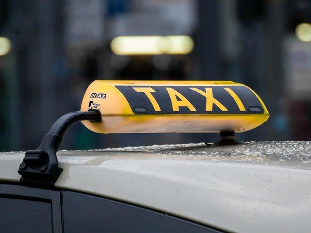 taxi-4720993_1280.jpg
