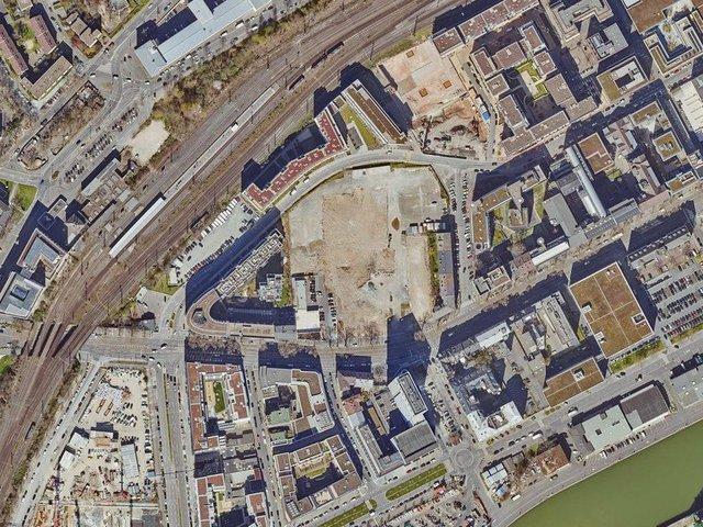 Luftbild_Mercedes-Areal_Copyright_Stadt_Frankfurt_Stadtvermessungsamt (1).jpg
