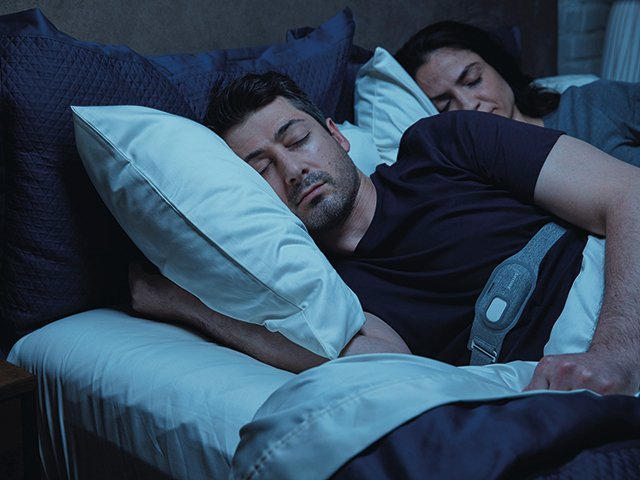 philips-philips-smartsleep-snoring-relief-band-sn371-10-lifestyle2-un-ph-20200717.download.jpg
