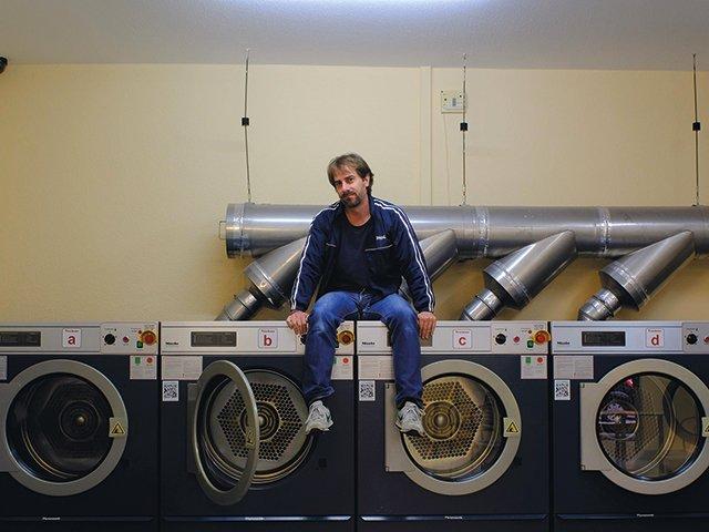 Daniel-Baumann---Porträt,-Waschsalon.jpg