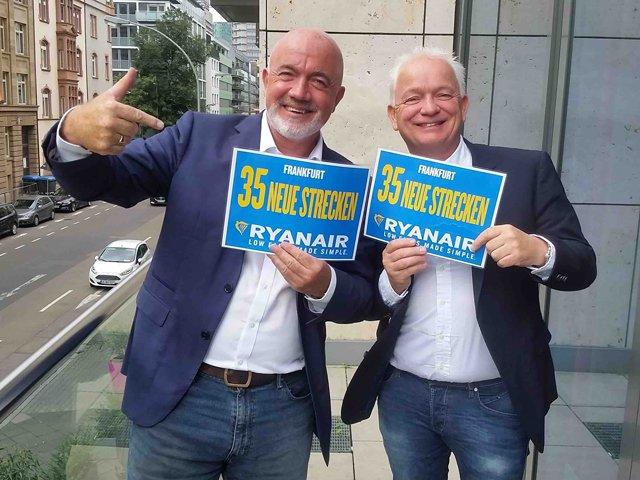 """""""David O'Brien und Eddie Wilson von Ryanair kündigen in Frankfurt am Mein weitere $300 Millionen Investition an"""" ©Ryanair"""