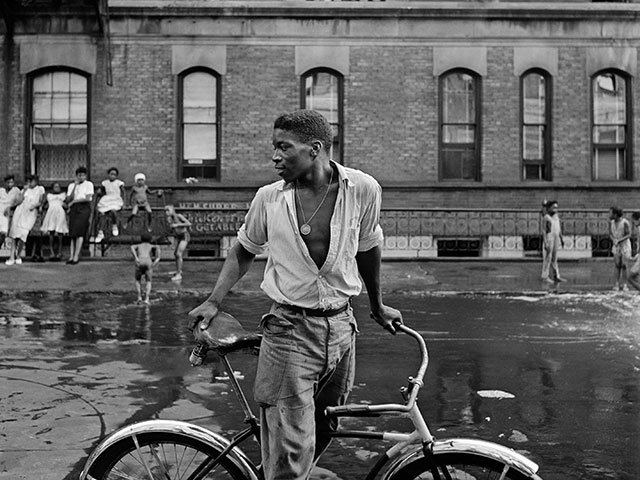 Gordon-Parks_Untitled,-Harlem,-New-York,-1948.jpg