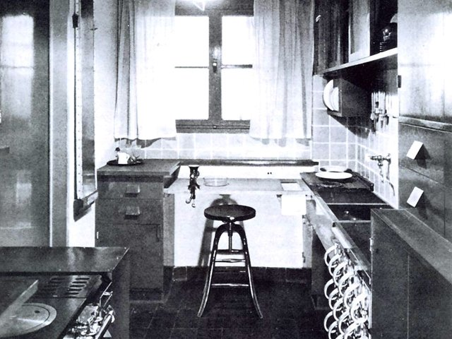 ausstellung frankfurter k che ab museum f r angewandte kunst frankfurt frizz. Black Bedroom Furniture Sets. Home Design Ideas
