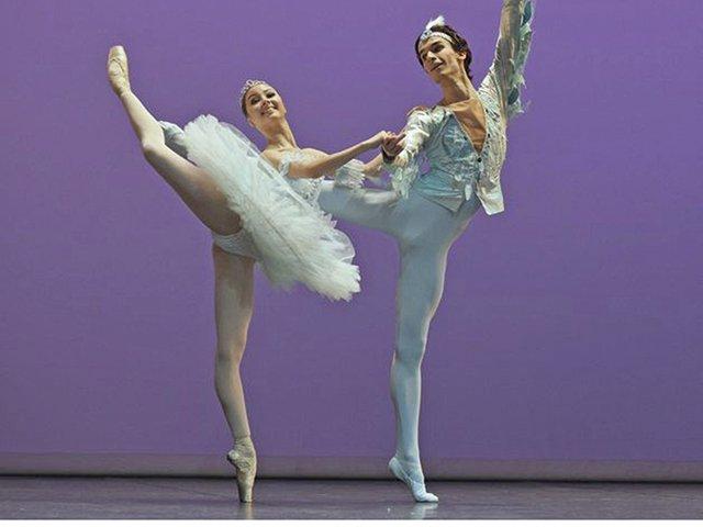 Bolschoi-Young_Ballet_Kokareva-Zakharov.jpg