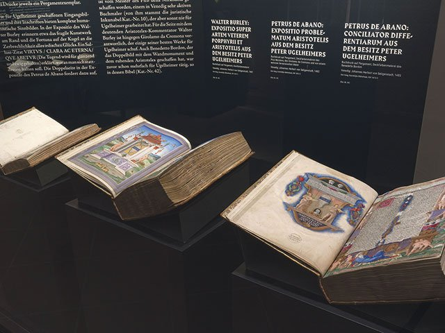 Hinter-dem-Pergament-Dommuseum-Frankfurt-bis-10.6.2018_Inkunablen-zur-Philosophie-aus-dem-Besitz-Peter-Ugelheimers-(1481-83),-Den-Haag,-Koninklijke-Bibliotheek-KW169D1-3-(c)W.-Guenzel.jpg