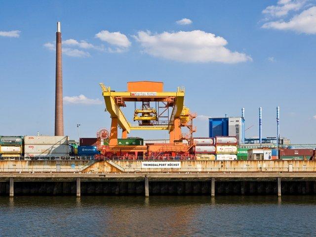 Pano 0718_TdIndustriekultur_Trimodalhafen in Frankfurt-Hochst;  Foto Michael von Aulock_klein.jpg