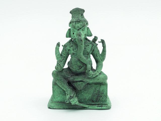 Kunstbox 0918_Museum Weltkulturen_Ganesha-Figur, Java, Indonesien. Ank auf bei Kunstzaal van Lier, Amsterdam, April 1941. Sammlung Weltkulturen Museum. Foto Wolfgang Gunzel, 2018.jpg