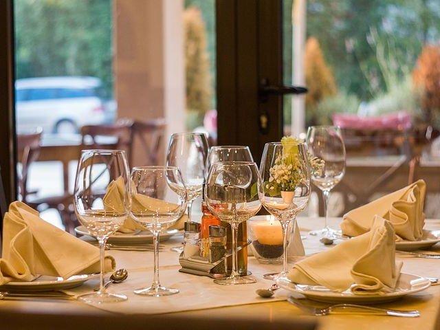 restaurant-449952__480.jpg