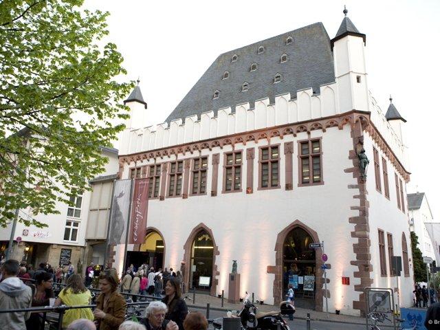 Caricatura Museum Frankfurt_Foto_Britta  Frenz_ museum außen tag_MG_2556_cmf.jpg