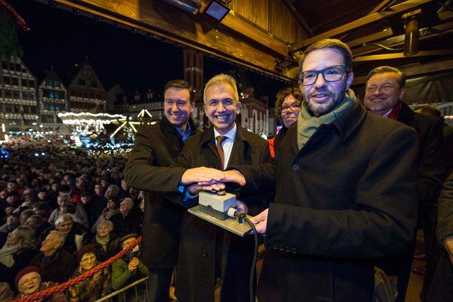 Weihnachtsmarkt_2018_Moeller_Feldmann_Simmler_Stolz_Ringat_copyright_Stadt_Frankfurt_Heike_Lyding.jpg