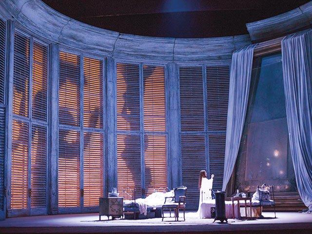 La-Traviata-2504-PRODUCTION-IMAGE-©-ROH.-PHOTOGRAPH-BY-TRISTRAM-KENTON.jpg