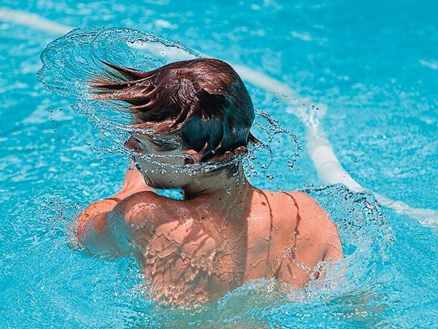 swimming-1925391_1920.jpg