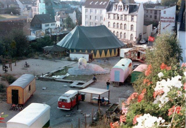 September 1985 Zirkus auf dem Abenteuerplatz Heute steht dort das Altenpflegeheim Friesengasse (c) Woywodt.jpg