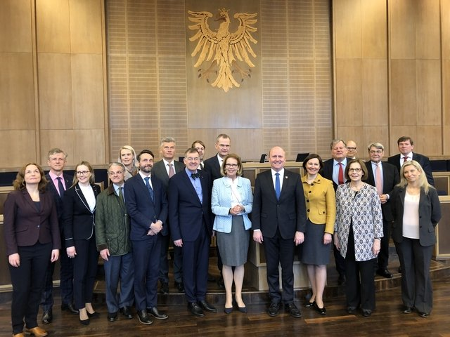 Uwe Becker beim Treffen zur Vorbereitung des NB8 Forums mit den Botschaftern sowie Honorarkonsuln der fünf nordischen und drei baltischen Staaten_Easy-Resize.com.jpg