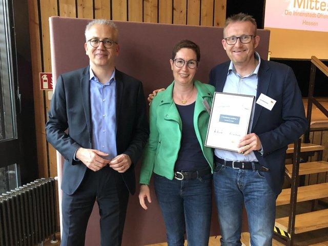 "Preisverleihung am 4.9.2019 ""Mein Lieblingsladenlokal 2019!"" Tarek Al Wazir, Daniela und Jost Wiebelhaus, Inh. Frankfurter Laufshop.jpg"