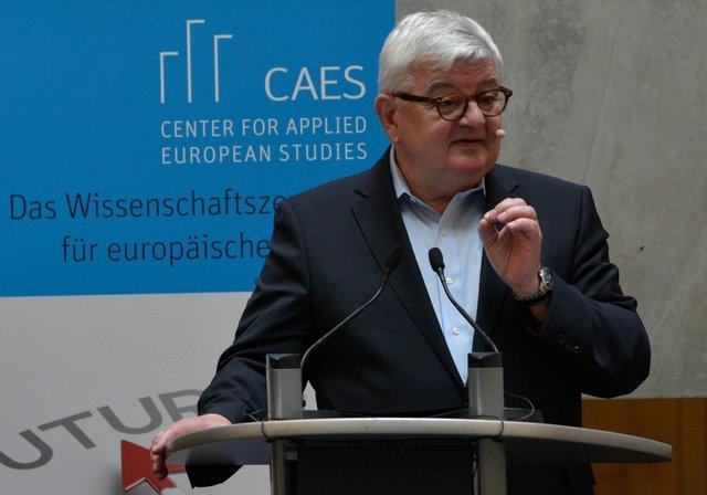 Joschka Fischer_CAES ©Frankfurt UAS.JPG